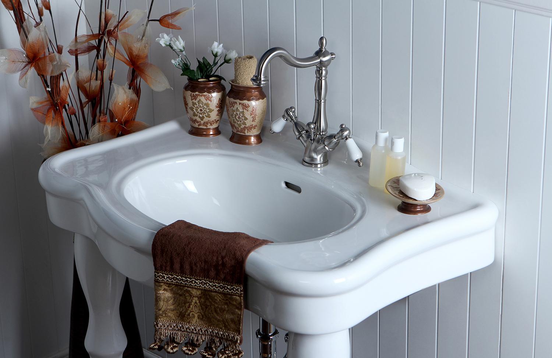 Warming up your vintage bathroom design kingston brass for Bathroom design kingston