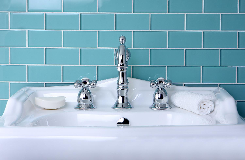 Incorporating the color blue into your bathroom design for Bathroom design kingston